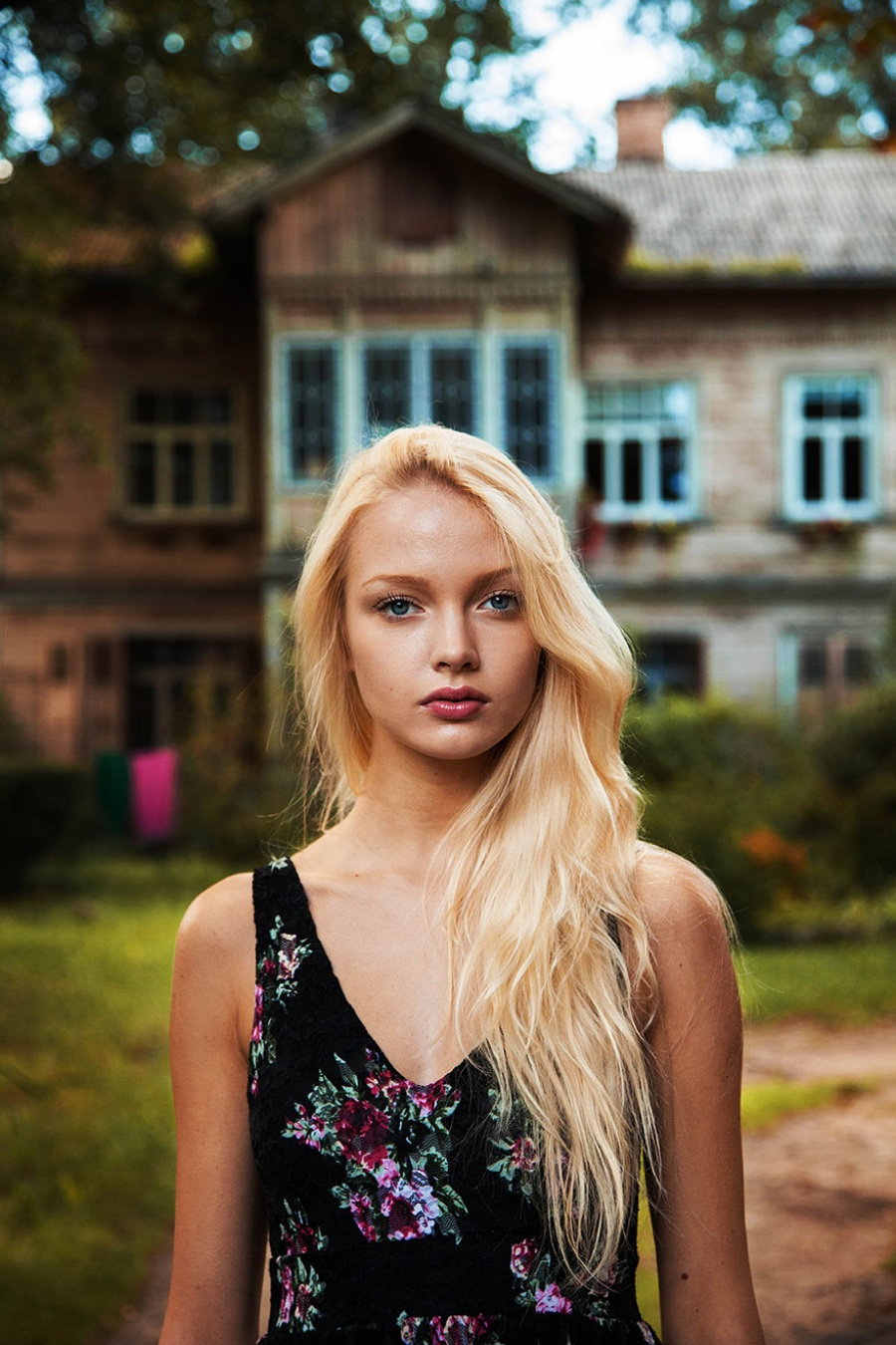 13377860-R3L8T8D-900-different-countries-women-portrait-photography-michaela-noroc-3-riga-latvia